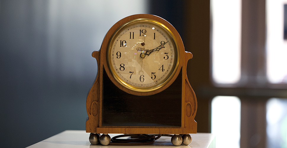 Replica Telechron Queen Anne 505 Clock